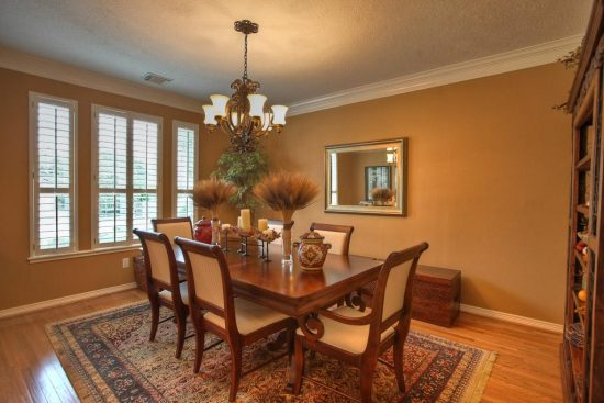 Choose your dining room wall color like a pro with the