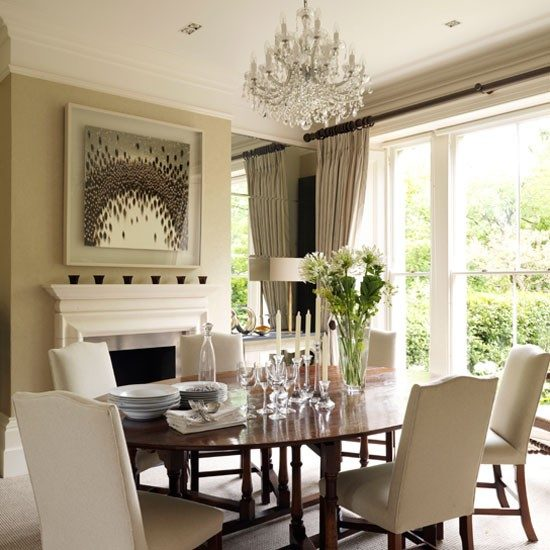 How to master the art of decorating small dining rooms for Dining room decor 2016