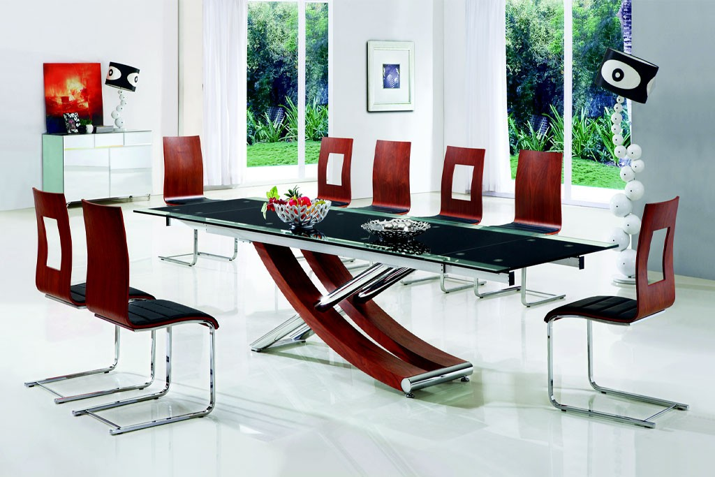 How to choose a glass dining table dining table glass for Dining room glass table