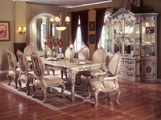 Tips to Consider When Buying an Antique Dining Room Table