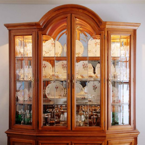 4 amazing tips to decorate your china cabinet dining room ideas. Black Bedroom Furniture Sets. Home Design Ideas