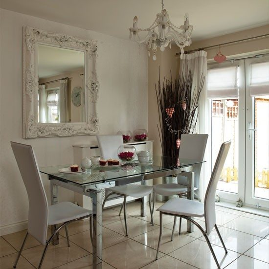 Glass dining room furniture; A perfect wow-factor for stylish homes