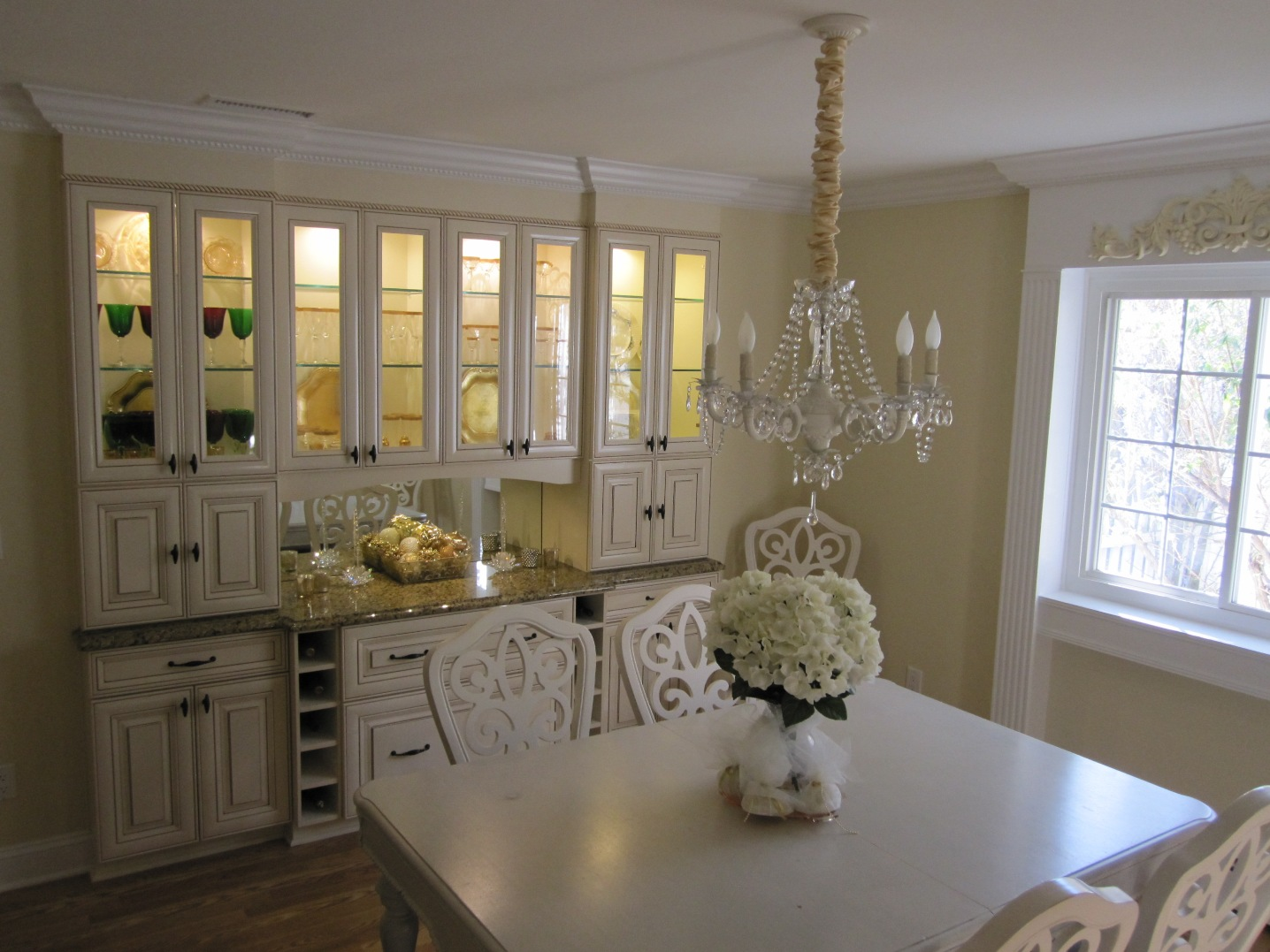 Dining room cabinets a necessity for organized elegant for Elegant dining rooms