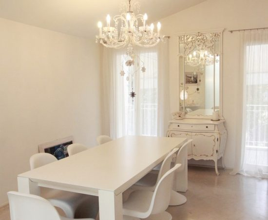 3 Reasons why you should buy a white dining room