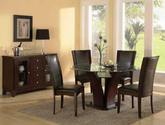 What to pick when furnishing a small dining room in 2017